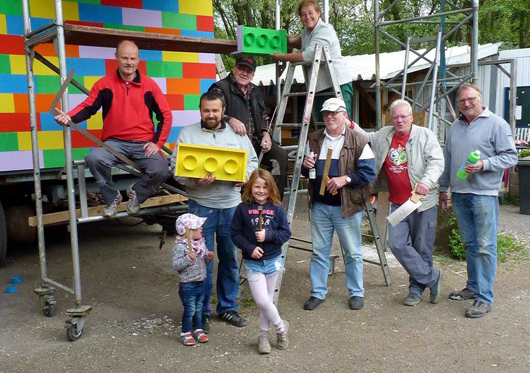 Kirmesgruppe Mühlenhämmer baut Brücken aus LEGO